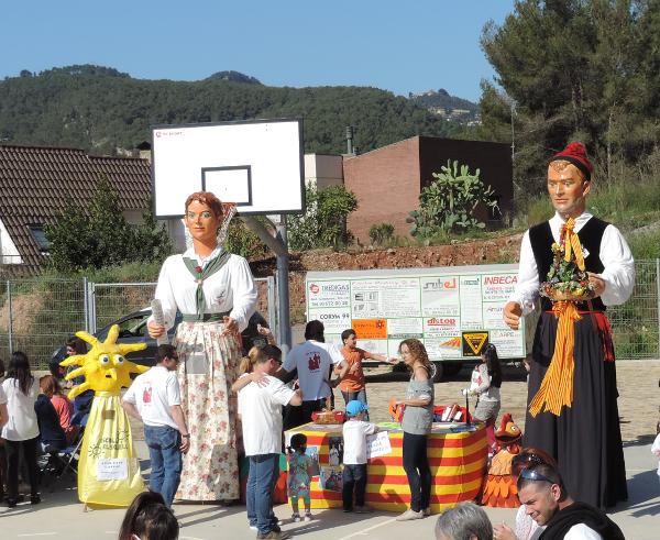 Els gegants Isidre i Maria de l'associació cultural la Gralla, assistents incondicionals de la festa de Sant Jordi